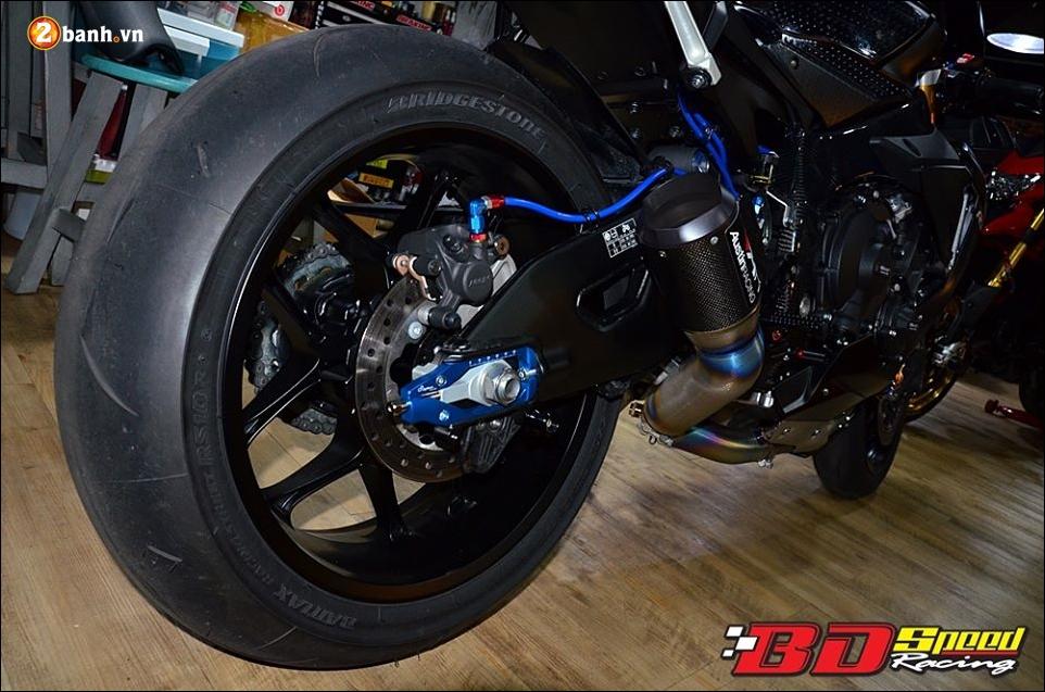 Yamaha R1 do Bao den lanh lung trong mau den huyen bi - 12