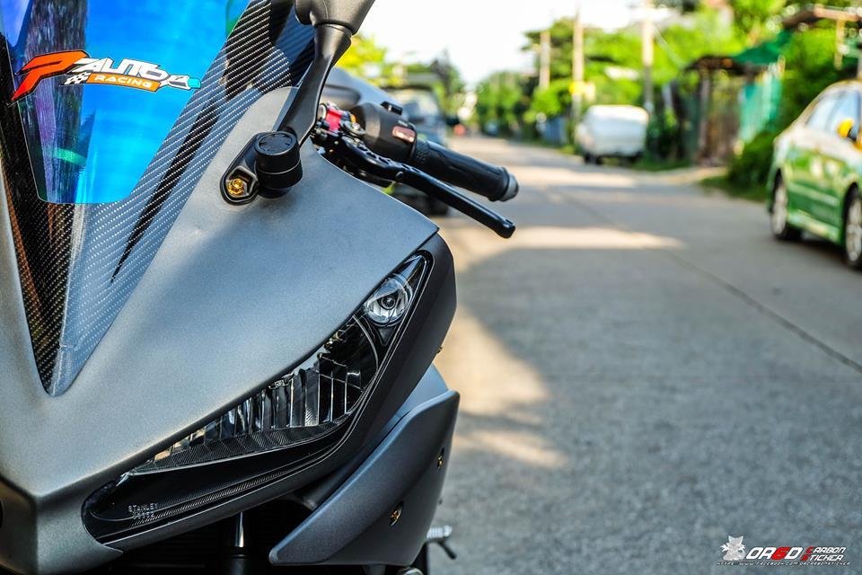 Yamaha R15 do kieng nhe khoe dang cua biker nuoc ban - 11