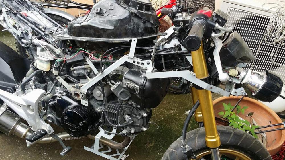 BMW S1000RR Ban do tu chiec Honda MSX 125cc kha doc dao - 5