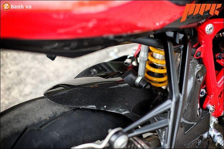 Ducati Streetfighter phieu cung ga du con duong pho Italia - 8