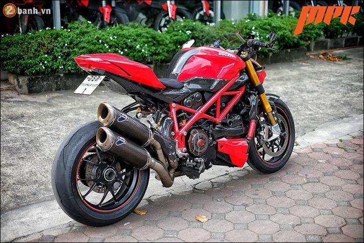 Ducati Streetfighter phieu cung ga du con duong pho Italia - 10