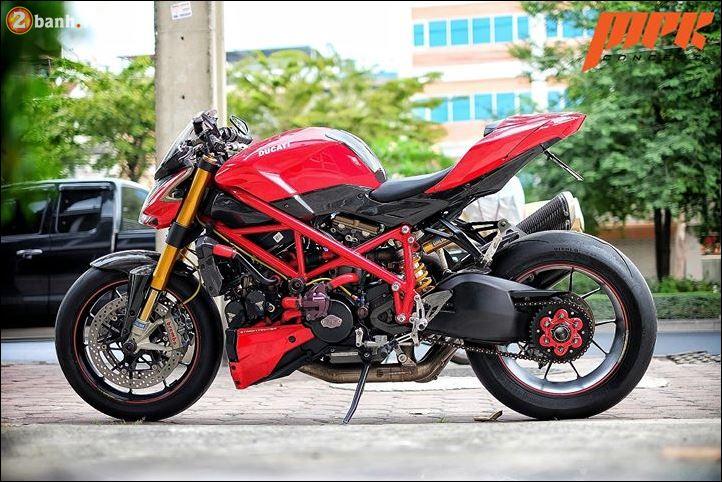 Ducati Streetfighter phieu cung ga du con duong pho Italia - 12