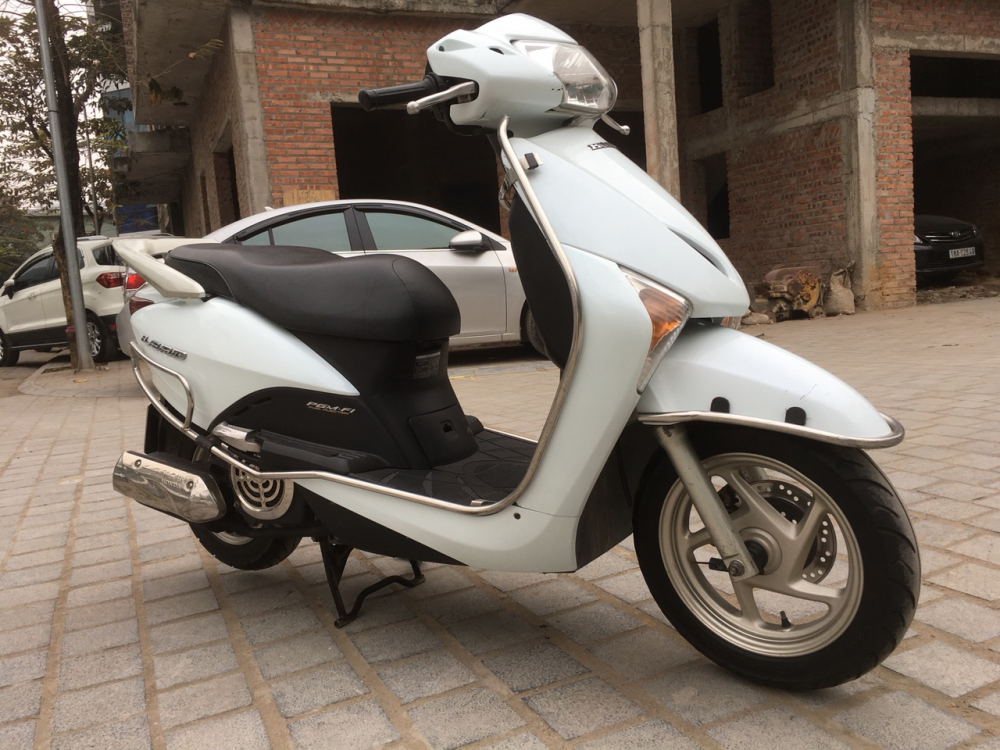 Honda LEAD 110 Fi mau trang dang ky cuoi 2011 - 2