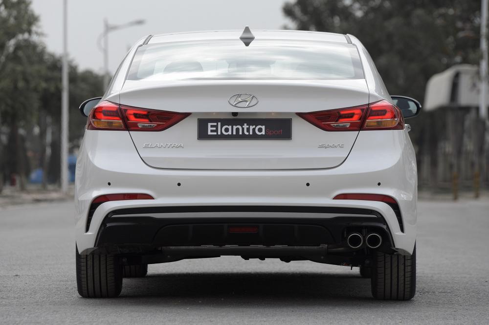Hyundai Vinh mo ban phien ban the thao Hyundai Elantra Sport - 2