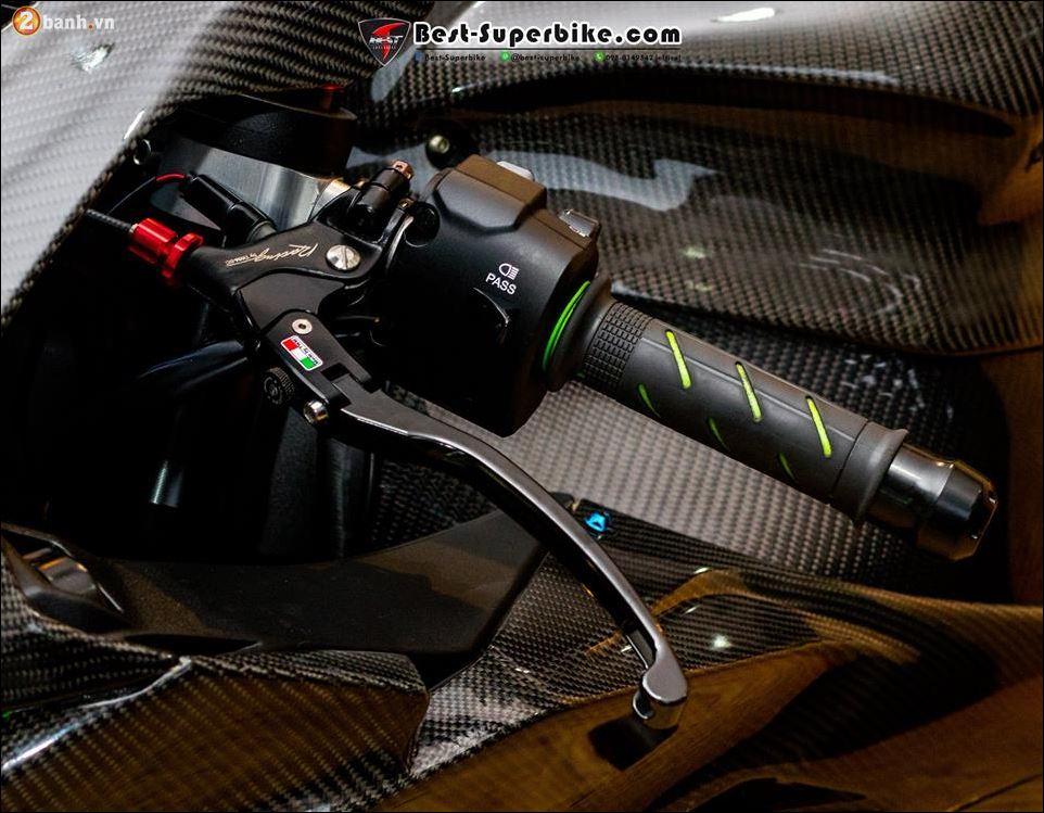 Kawasaki ZX10R ban do buc pha khong ty vet tu option Carbon Clever Wolf - 6