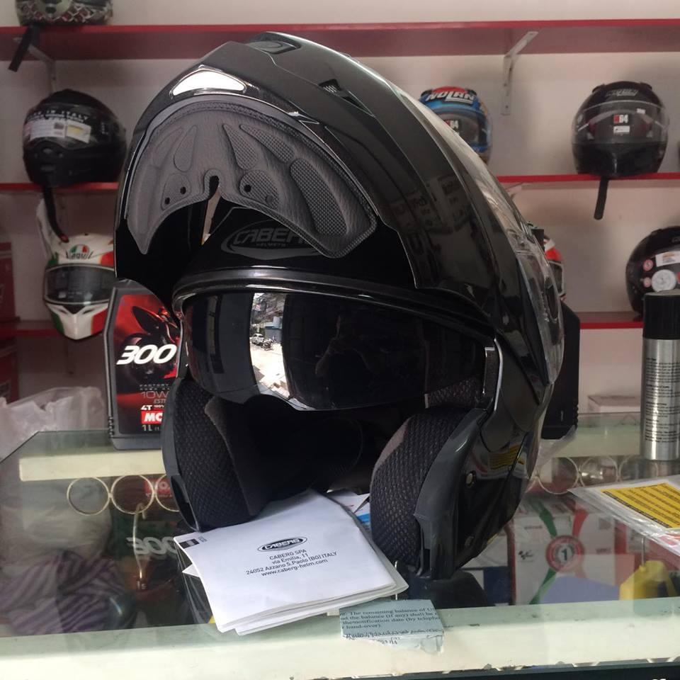 Moto299 Mu bao hiem lat ham Caberg Duke tai Ha Noi