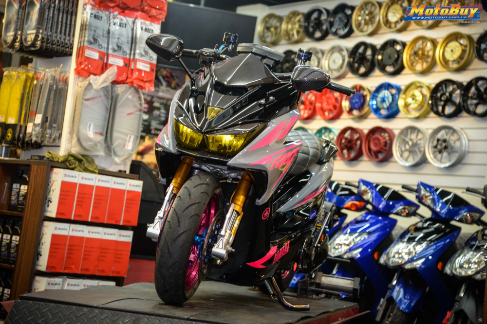 Yamaha Force 155 do voi man buc pha day an tuong cua biker nuoc ban