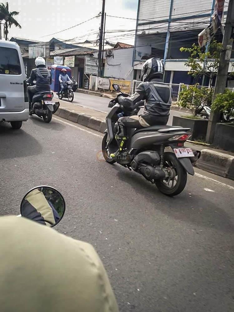 Yamaha Lexi 125 2018 Lo anh tren duong chay thu - 3