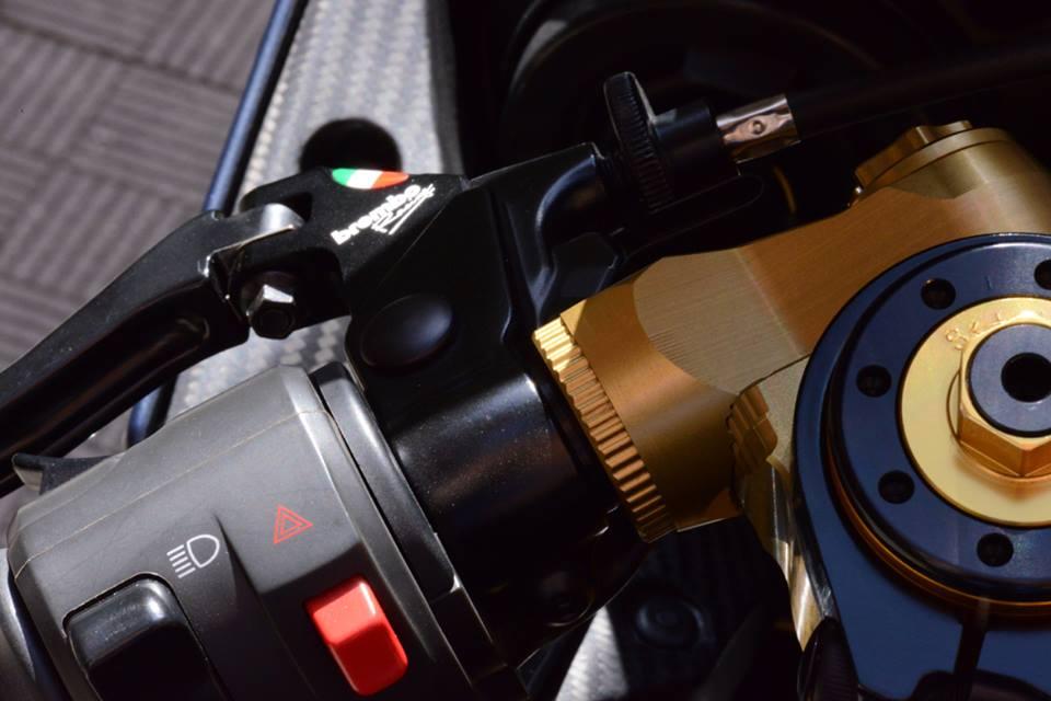 Yamaha R1 chien ma toc do lot xac khong tuong tu trang bi khung - 8