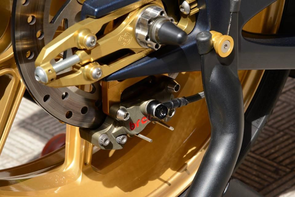Yamaha R1 chien ma toc do lot xac khong tuong tu trang bi khung - 17