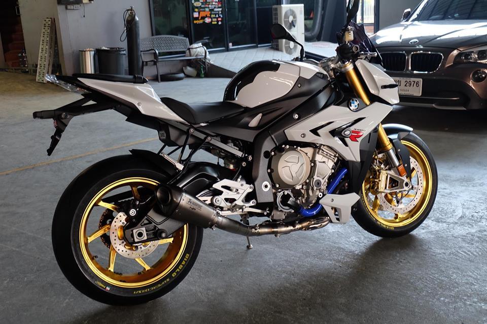 BMW S1000R Nakedbike ca tinh ben dan chan khieu goi