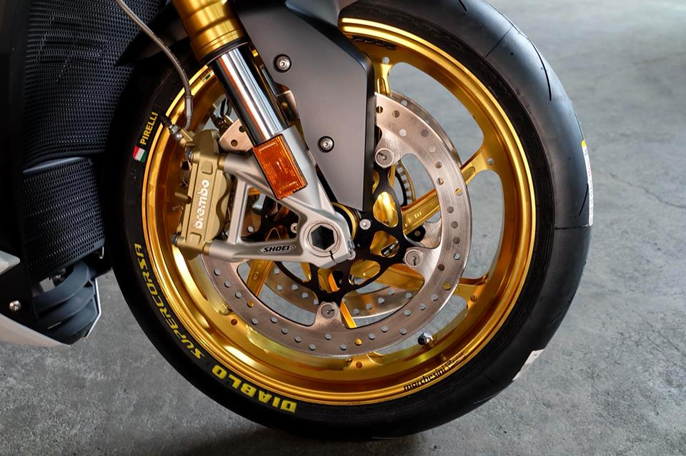 BMW S1000R Nakedbike ca tinh ben dan chan khieu goi - 4