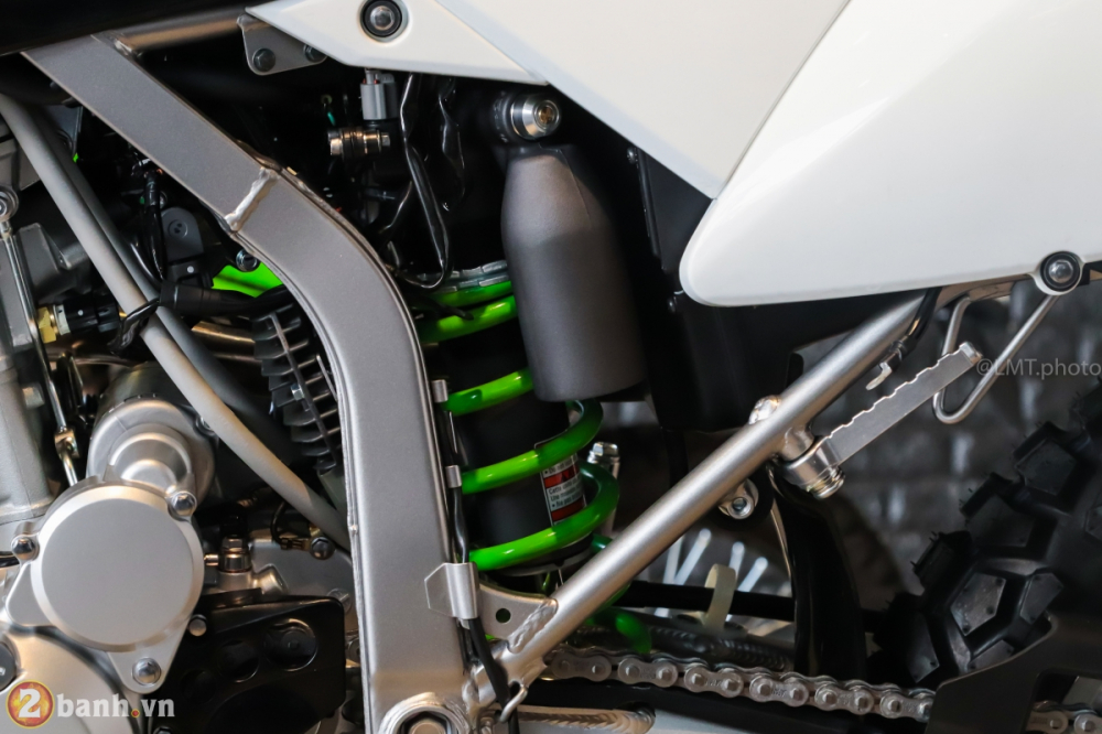 Can canh chi tiet Kawasaki KLX 250 gia tu 121 trieu dong - 19