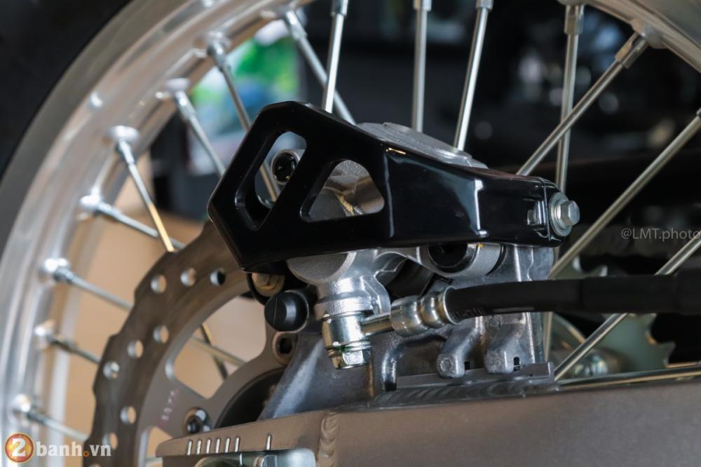 Can canh chi tiet Kawasaki KLX 250 gia tu 121 trieu dong - 12