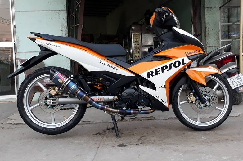 Exciter 150 do dan chan Racing boy dam chat the thao trong bo canh Repsol