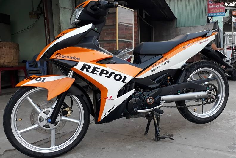 Exciter 150 do dan chan Racing boy dam chat the thao trong bo canh Repsol - 6
