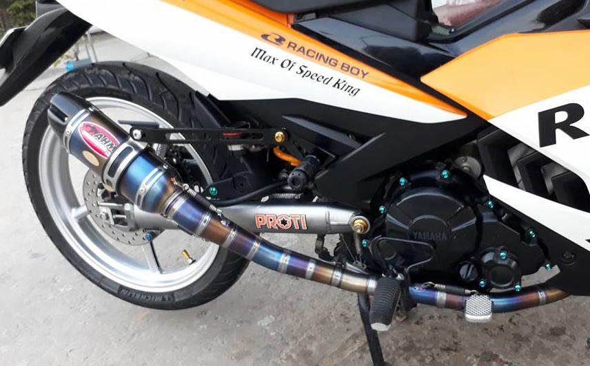 Exciter 150 do dan chan Racing boy dam chat the thao trong bo canh Repsol - 8