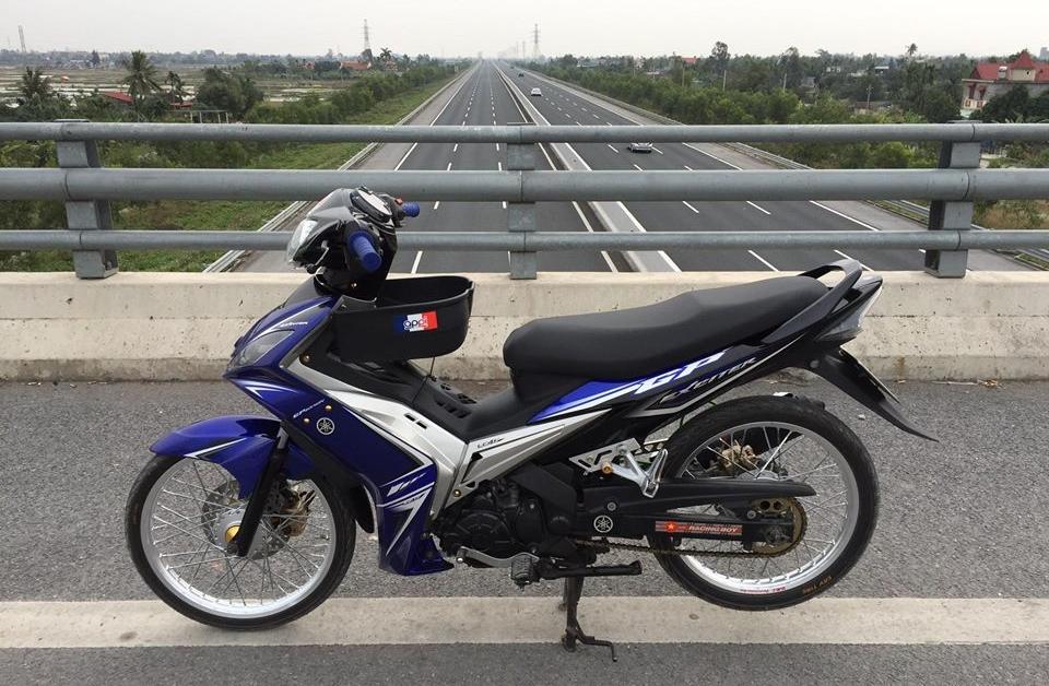 Exciter 2010 do khoe dang tren con duong cao toc cua biker Hai Phong