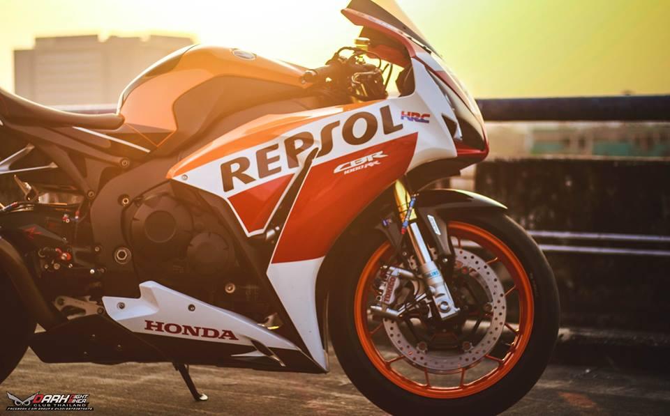 Honda CBR1000RR dep hop hon qua ong kinh nghe thuat - 4