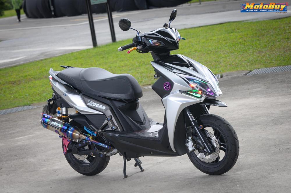 KYMCO RacingS 150 do dang cap voi khoi do choi hieu cua biker xu Dai - 3