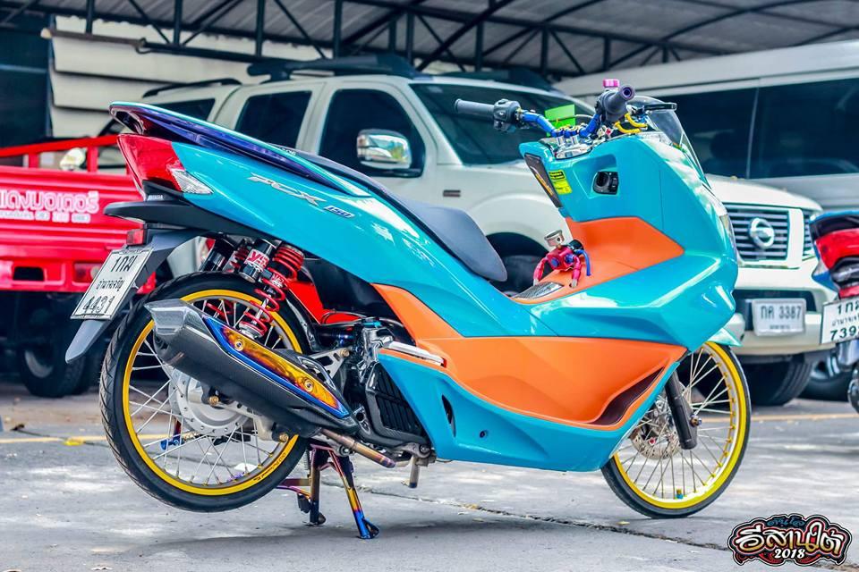 PCX 150 do tone mau Nitron day sang trong cua biker xu chua vang