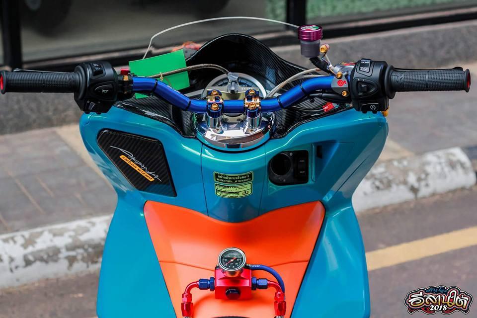 PCX 150 do tone mau Nitron day sang trong cua biker xu chua vang - 4