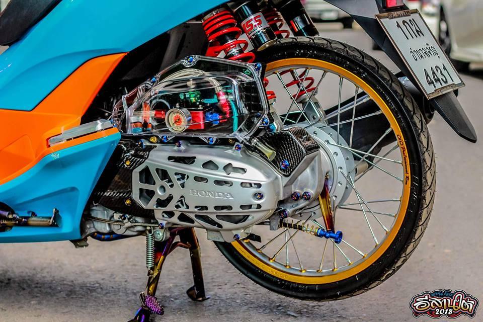 PCX 150 do tone mau Nitron day sang trong cua biker xu chua vang - 6