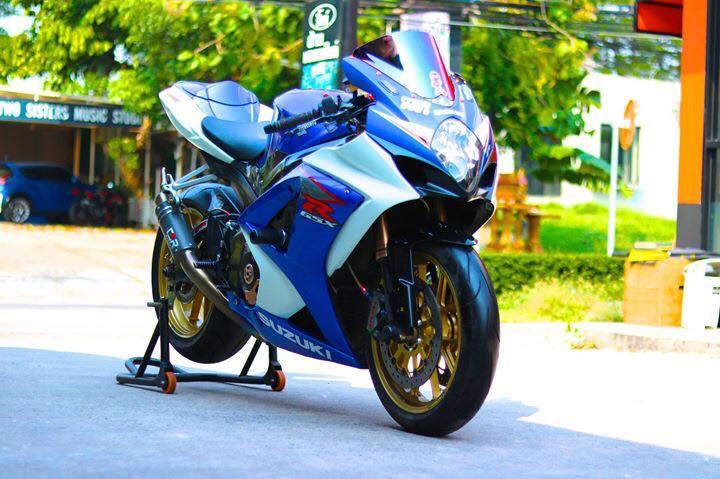 Suzuki GSXR1000 ve dep day suc hut tu ban do full option