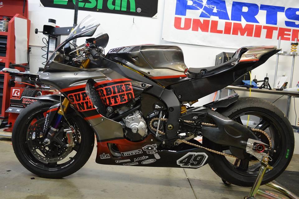 Yamaha R1 ban do cang det cung option truong dua