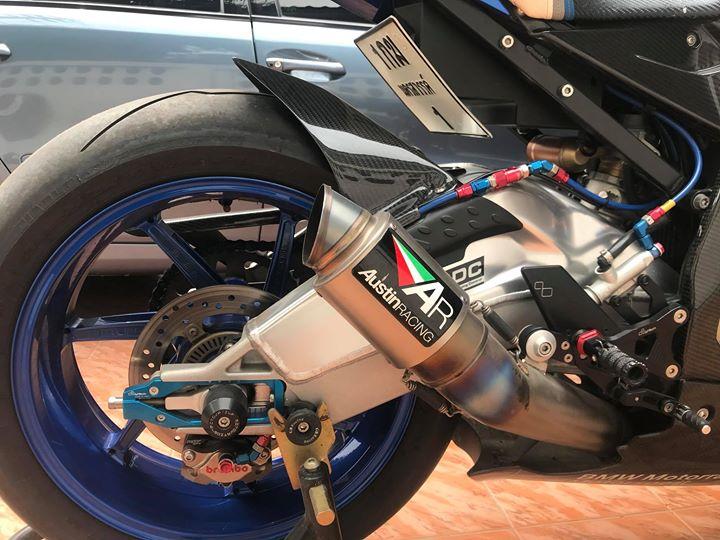 BMW HP4 phien ban ca map toan nang ben bo ao Goldbet - 8