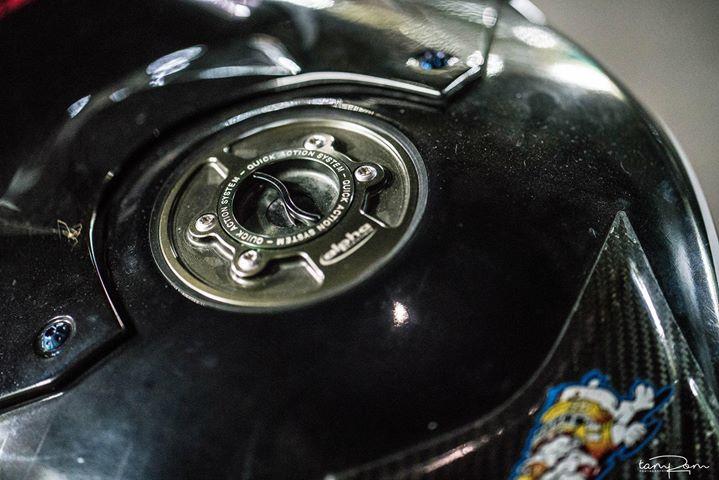 BMW S1000RR tao hinh choang ngop voi cau hinh khung - 6