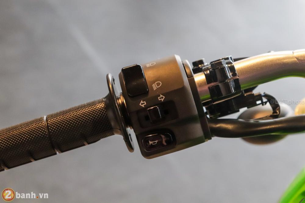 Can canh chi tiet Kawasaki KLX 250 gia tu 121 trieu dong - 30
