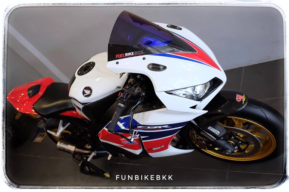 Honda CBR1000RR Fireblade HRC ve dep moto dua duong pho