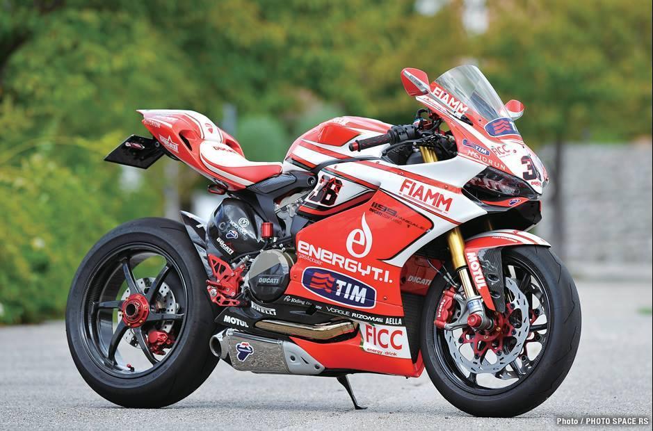 Ducati 1199 Panigale co may mang day cong nghe khoac ao tem dau