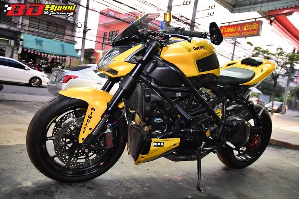 Ducati Streetfighter ga khong lo mang ten Ong bap cay