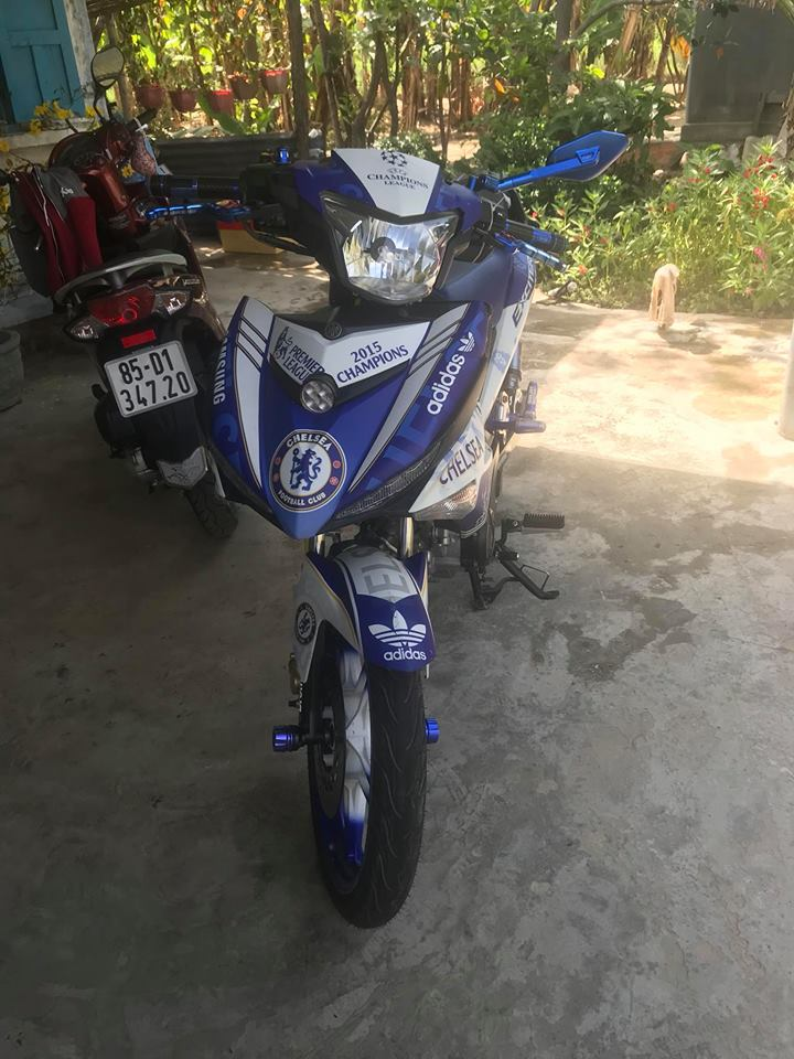 Exciter 150 fan cuong The Blue voi bo ao Chelsea Pensioners - 4