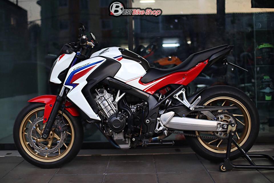 Honda CB650F ban nang cap voi nhieu phu kien an tuong - 14