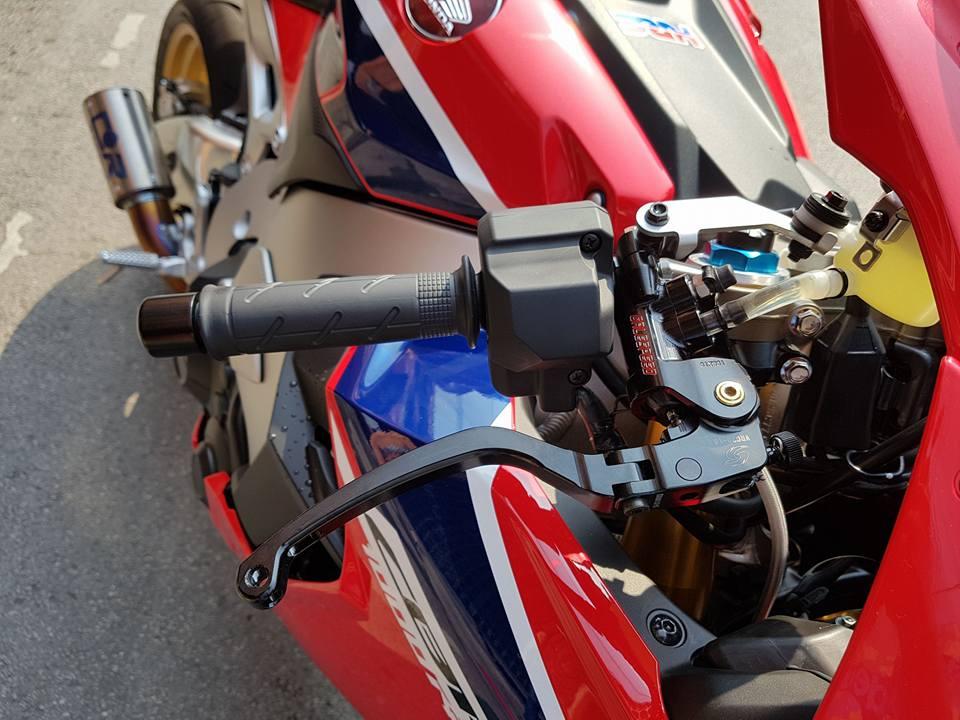 Honda CBR1000RR SP do don gian tu cong nghe do choi - 4