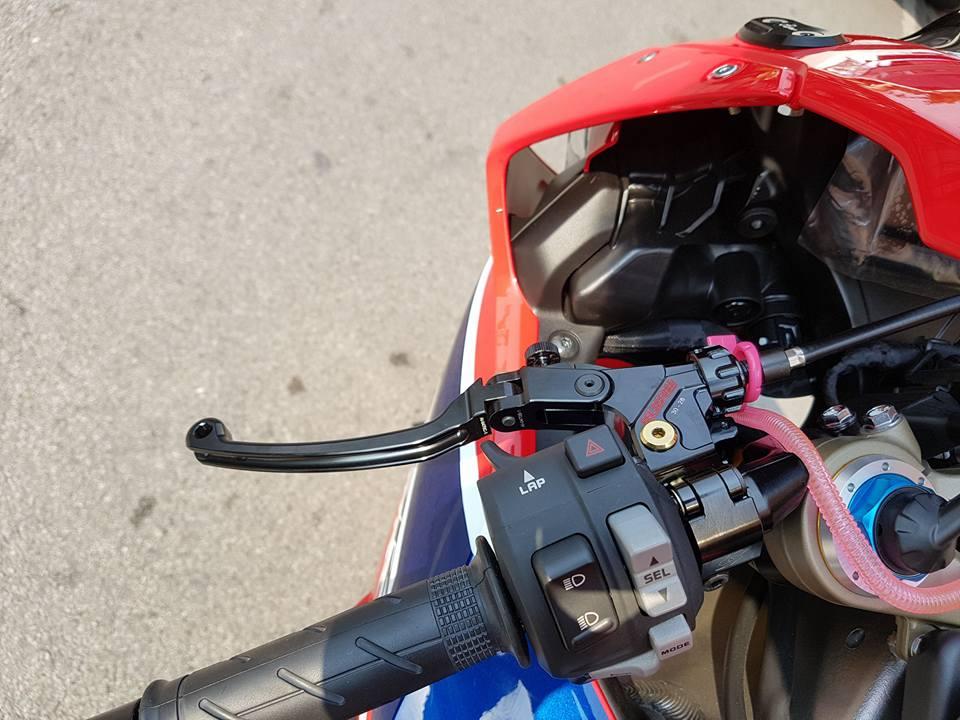 Honda CBR1000RR SP do don gian tu cong nghe do choi - 6
