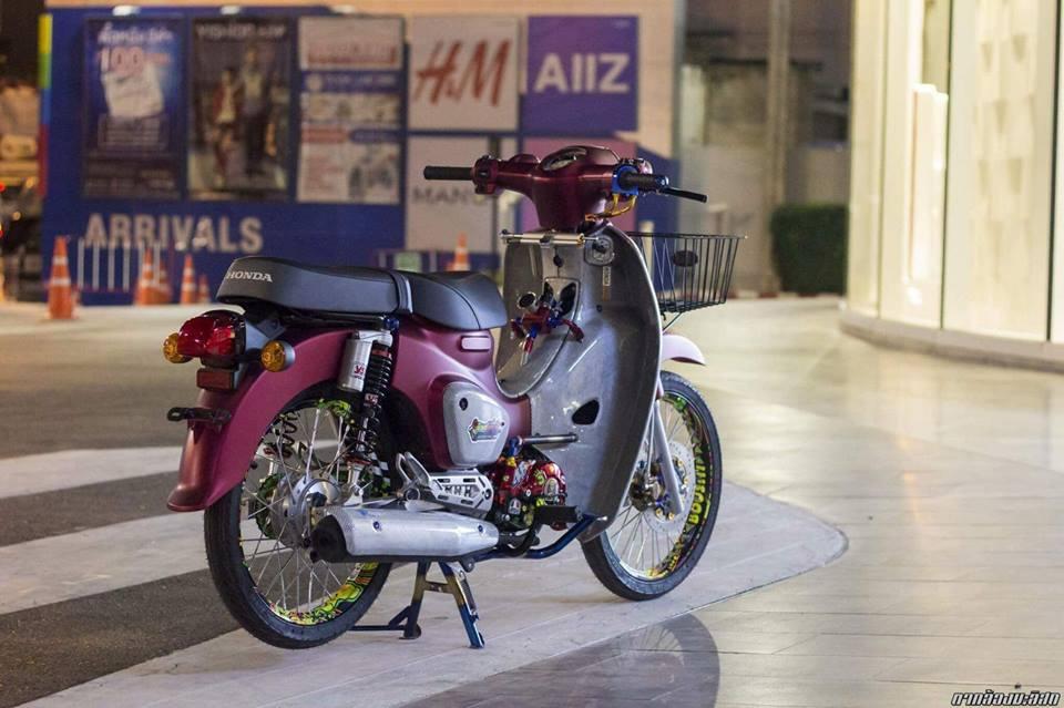 Honda Cub do mang ve dep duyen dang cua biker nuoc ban