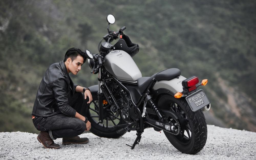 Honda Rebel 300 day phong tran khi do dang cung nguoi mau Nguyen Duy Minh - 3