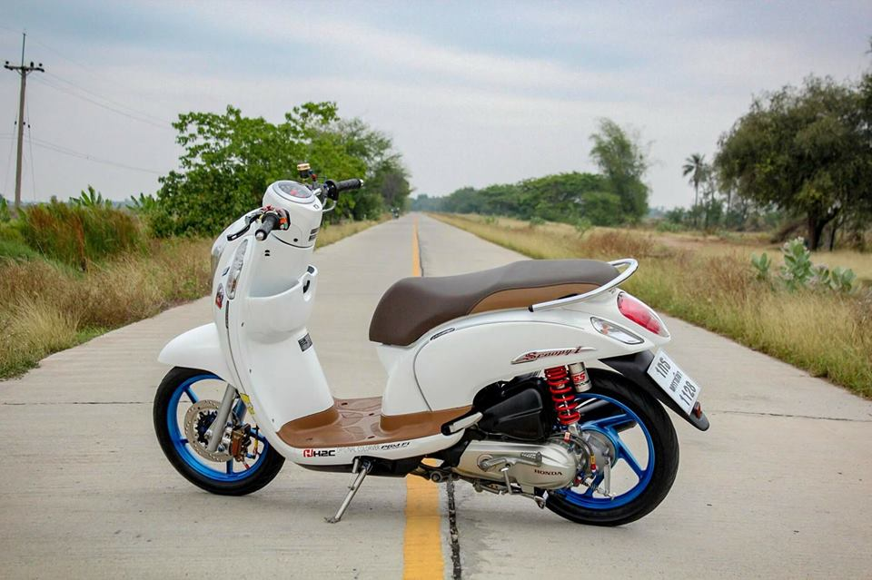 Honda Scoopy do ca tinh voi option do choi kieng gia tri cua dan choi Thailand