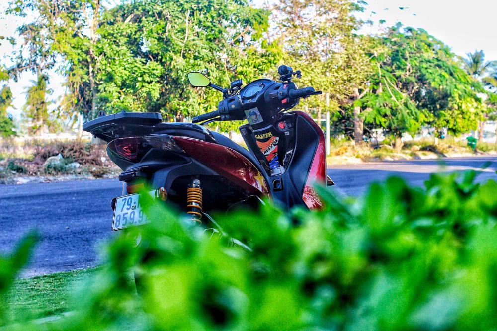 Honda Sh do sang choi voi bo tem do la co nuoc Viet - 10