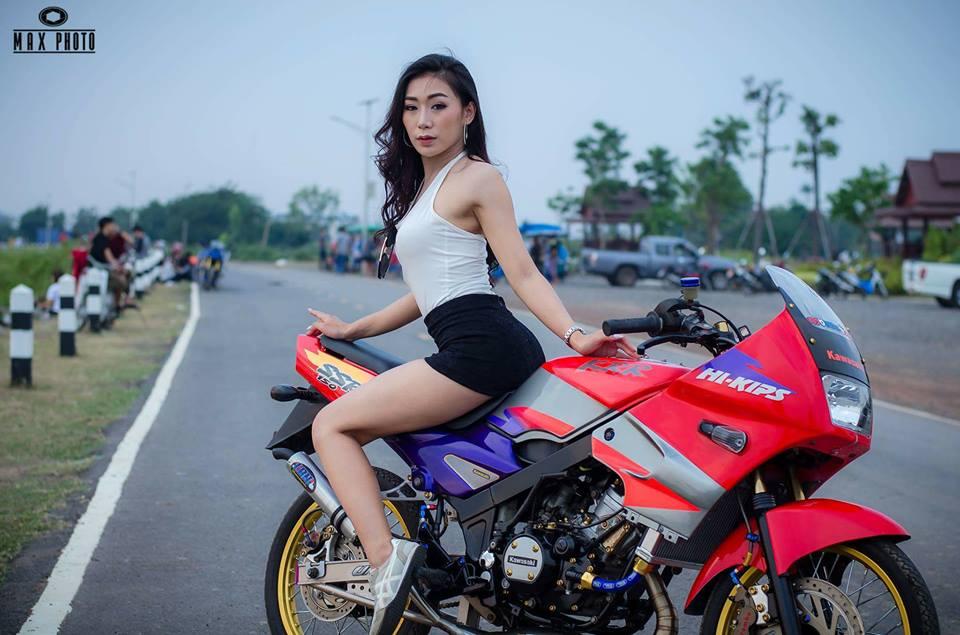Kawasaki Kips 150 do yeu long truoc bong hong sexy cua biker Thailand