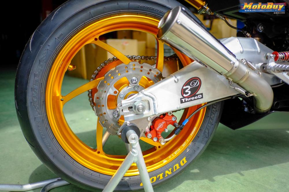 Kawasaki Ninja 250 chien binh Darknight so huu dan chan CNC kich doc - 9