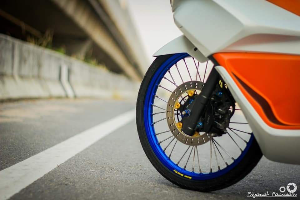 PCX 150 do Drag tao dang ben con duong cao toc cua biker Thailand