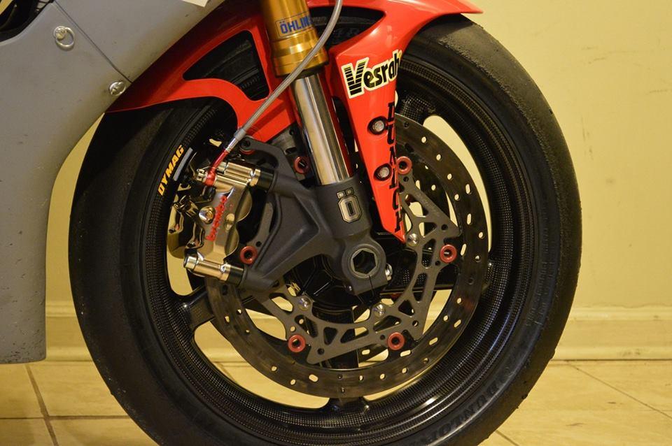 Yamaha R1 Ca tre com can voi cau hinh khung - 7