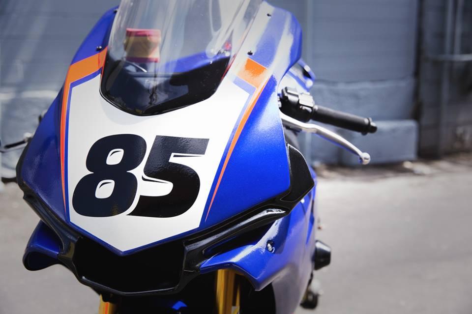 Yamaha R1 Ca tre thoi thuong ben bo canh the thao - 4