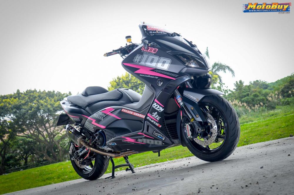 YAMAHA TMAX 530 ban nang cap mang ten Pink Panther