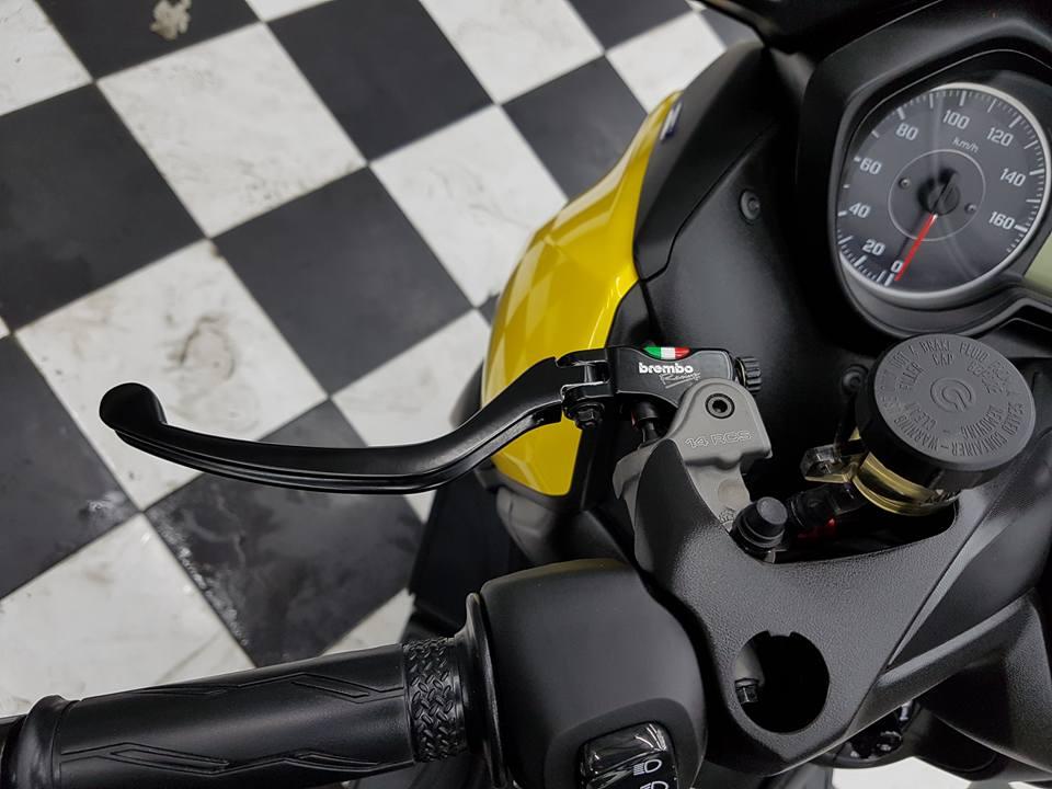 Yamaha XMAX 400 Gao vang dam chat choi den tu Biker Thai - 7